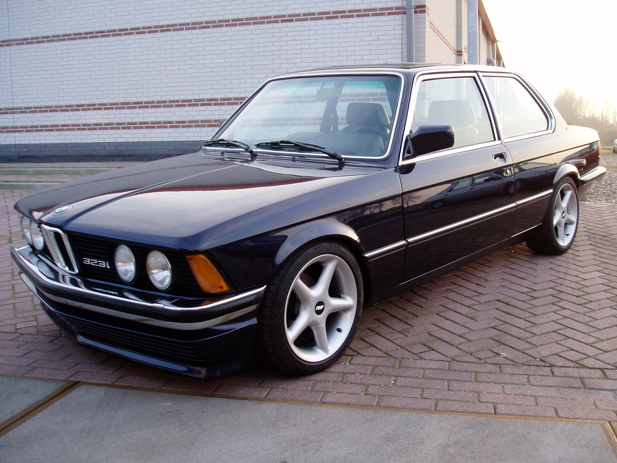 BMW 323I E21 submited images.